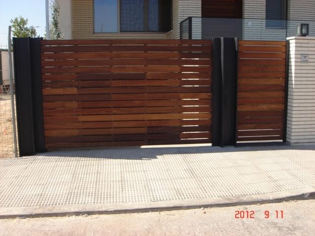 Puertas for Puertas de hierro y madera