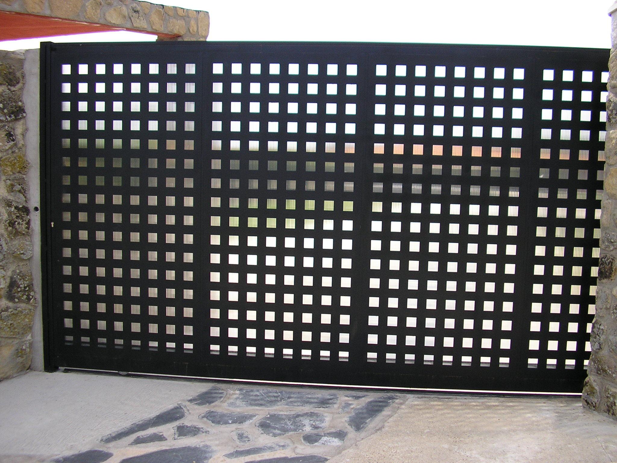Puertas de entrada y seccionales www - Puerta de chapa ...