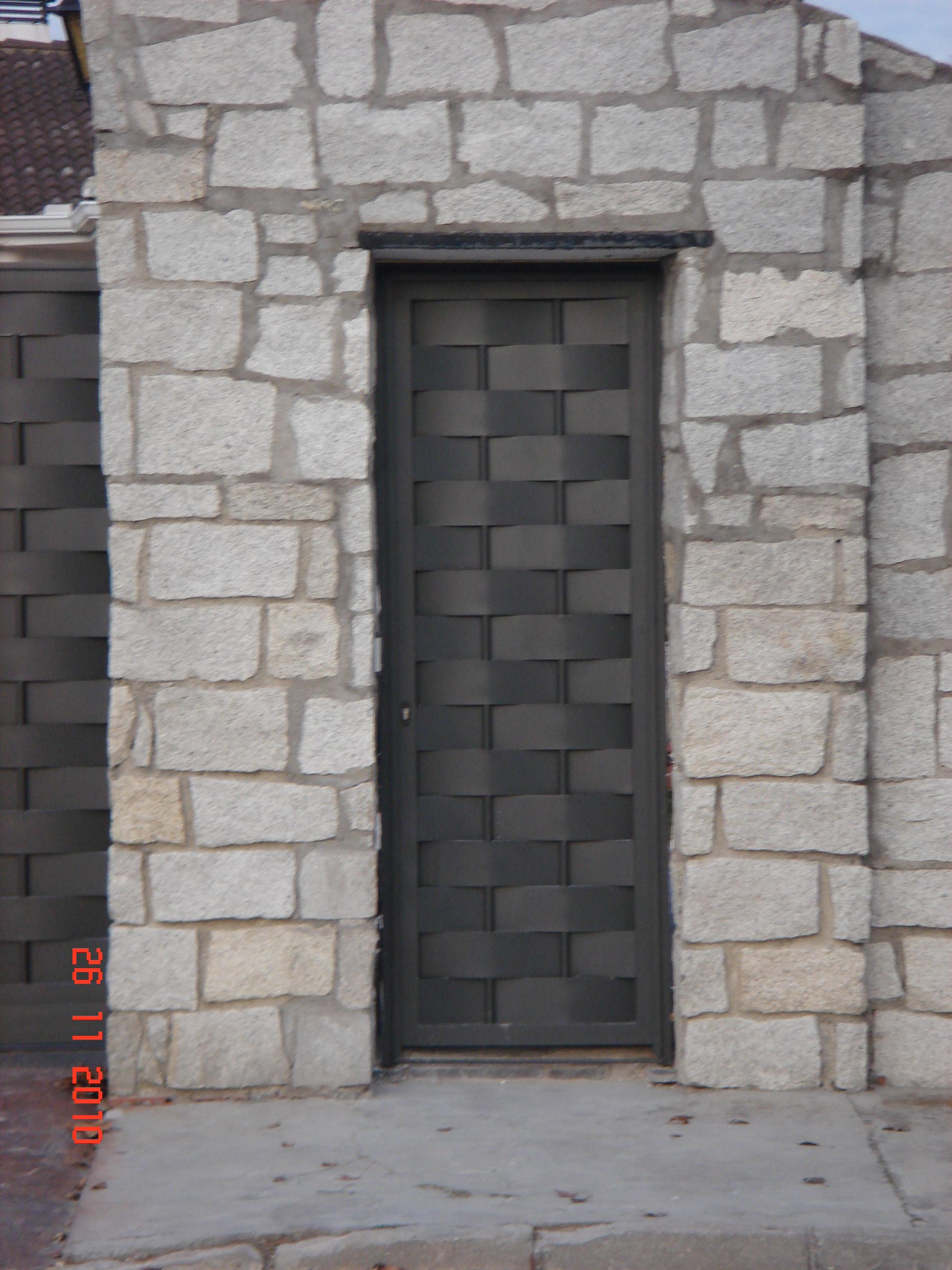 Puertas de comunidades y de paso www - Puerta de chapa ...