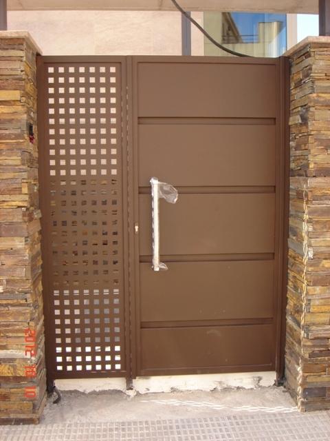 Pin barandillas rejas portones galpones puertas metalicas for Puertas de paso metalicas