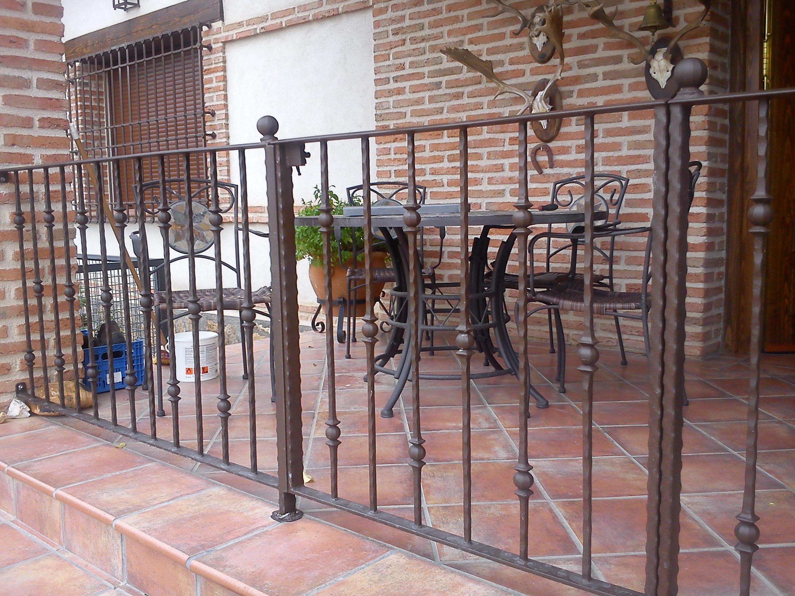 Related pictures barandilla balcon forja para escaleras - Rejas de hierro forjado ...